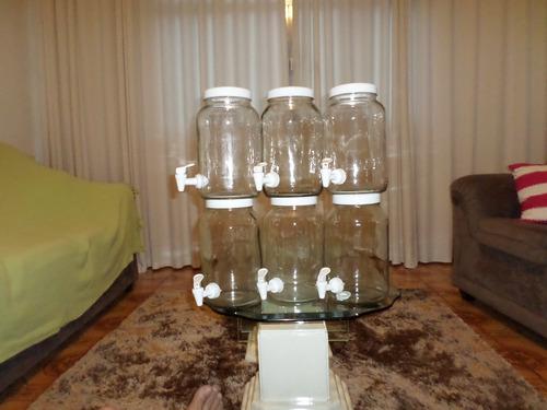 caixa com 6 potes de vidro com torneira .