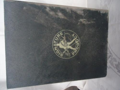 caixa de madeira em forma do livro de elvis presley