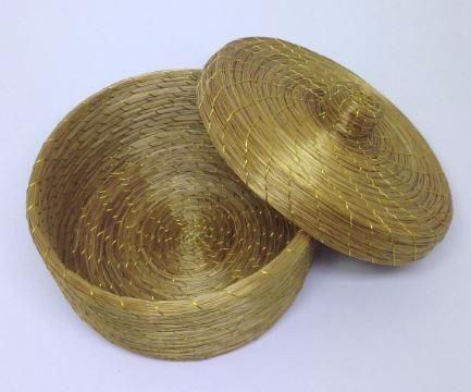 caixa em capim dourado ( porta jóias ou decor)