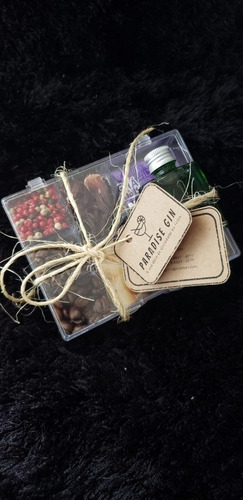 caixa gin com 8 especiarias, xarope dilute e chá