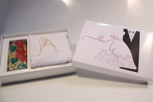 caixa madrinha padrinho mãe pai toalha bordada lembrançinha