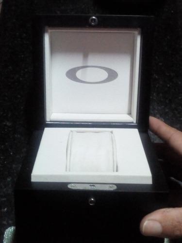 caixa original do relógio oakley time machines
