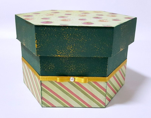 caixa sextavada decorada com tema natal