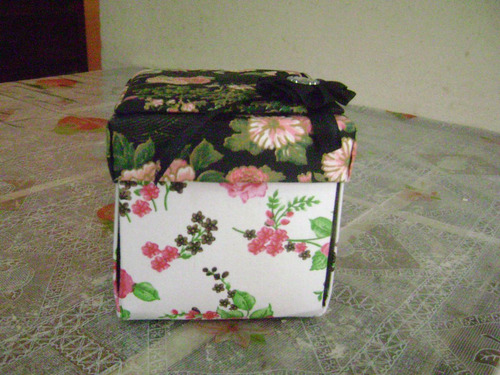 caixinha de costura em cartonagem,acompanha kit costura