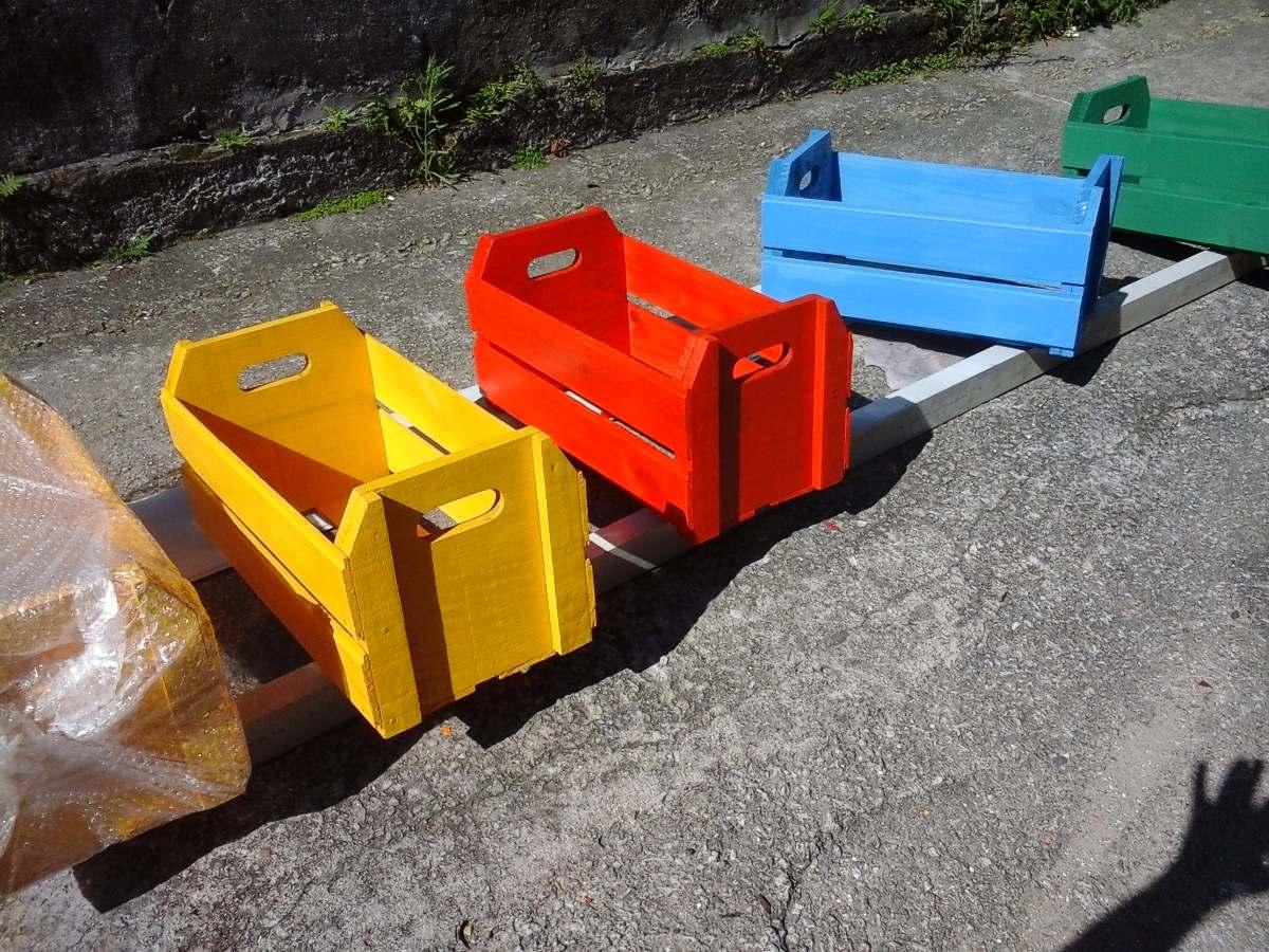 Caixote De Feira Laqueado Guardar Brinquedos R$ 46 90 em Mercado  #0372C8 1200x900