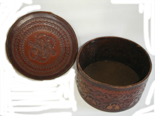 caja cilindrica alhajero de cuero repujado 16cm diametro x 9