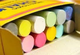 caja con 12 gises para pizarron colores papeleria tizas