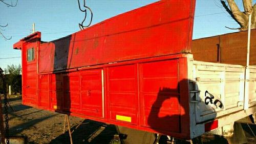 caja con baranda volcable para camion en buen estado