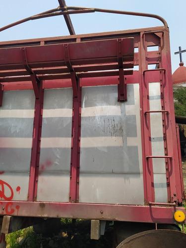 caja con redilas para camioneta de tres toneladas y media