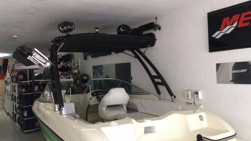 caja con soporte para torre de wakeboard