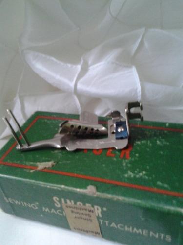 caja de accesorios maquina singer antigua.