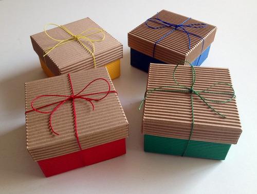 caja de cartón en colores para souvenirs bebé jabones regalo