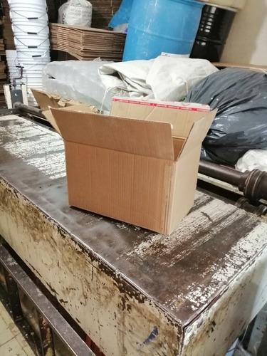caja de cartón reutilizada