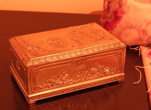 caja de esora-delettrez perfumes (1907). bronce bañado en p.