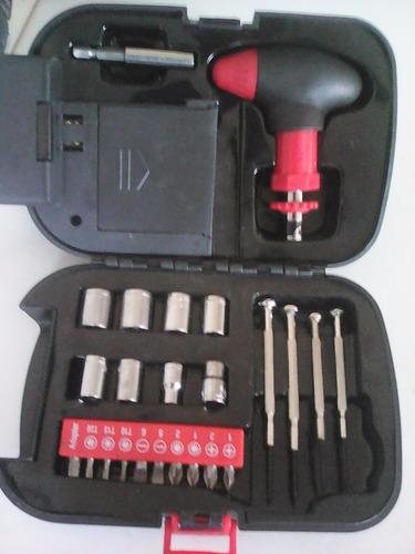 caja de herramientas y linterna 2 en 1