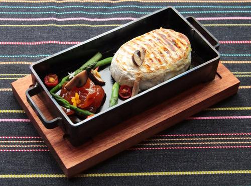 caja de hierro morena mediana con base de madera -ajidiseño.