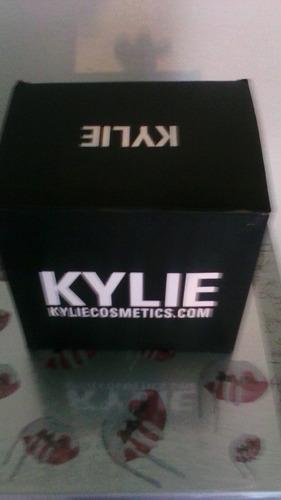 caja de labiales kylie + delineador 2 en 1 x 16 unidades