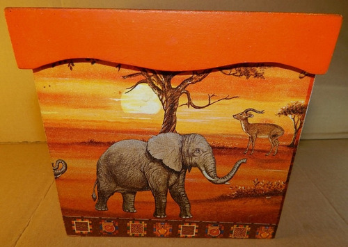 caja de madera forrada con animales 15x15x14