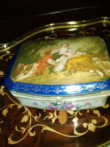 caja de porcelana., excelente estado.
