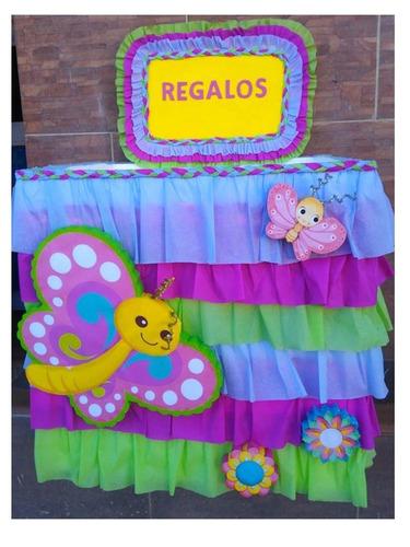 caja de regalos de mariposas y flores