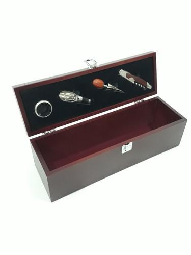 caja de vino con set de 4 accesorios