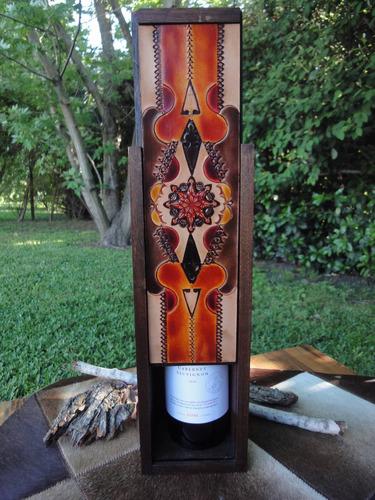caja de vino en madera y tapa de cuero