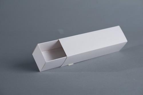 caja fosforera 31x5,5x5,5 cm (x48u.)  +/- 12 macaron alfajor