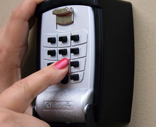 caja fuerte de seguridad guardar colgar almacenar llaves
