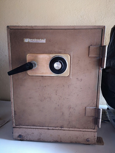 caja fuerte en hierro 30 años antigüedad