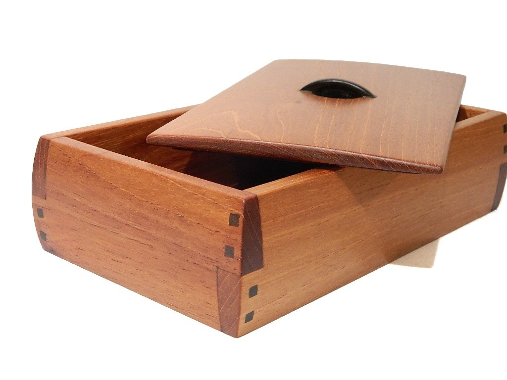 Caja joyero alhajero curvo en fina madera de cedro rojo for Mejor decapante para madera
