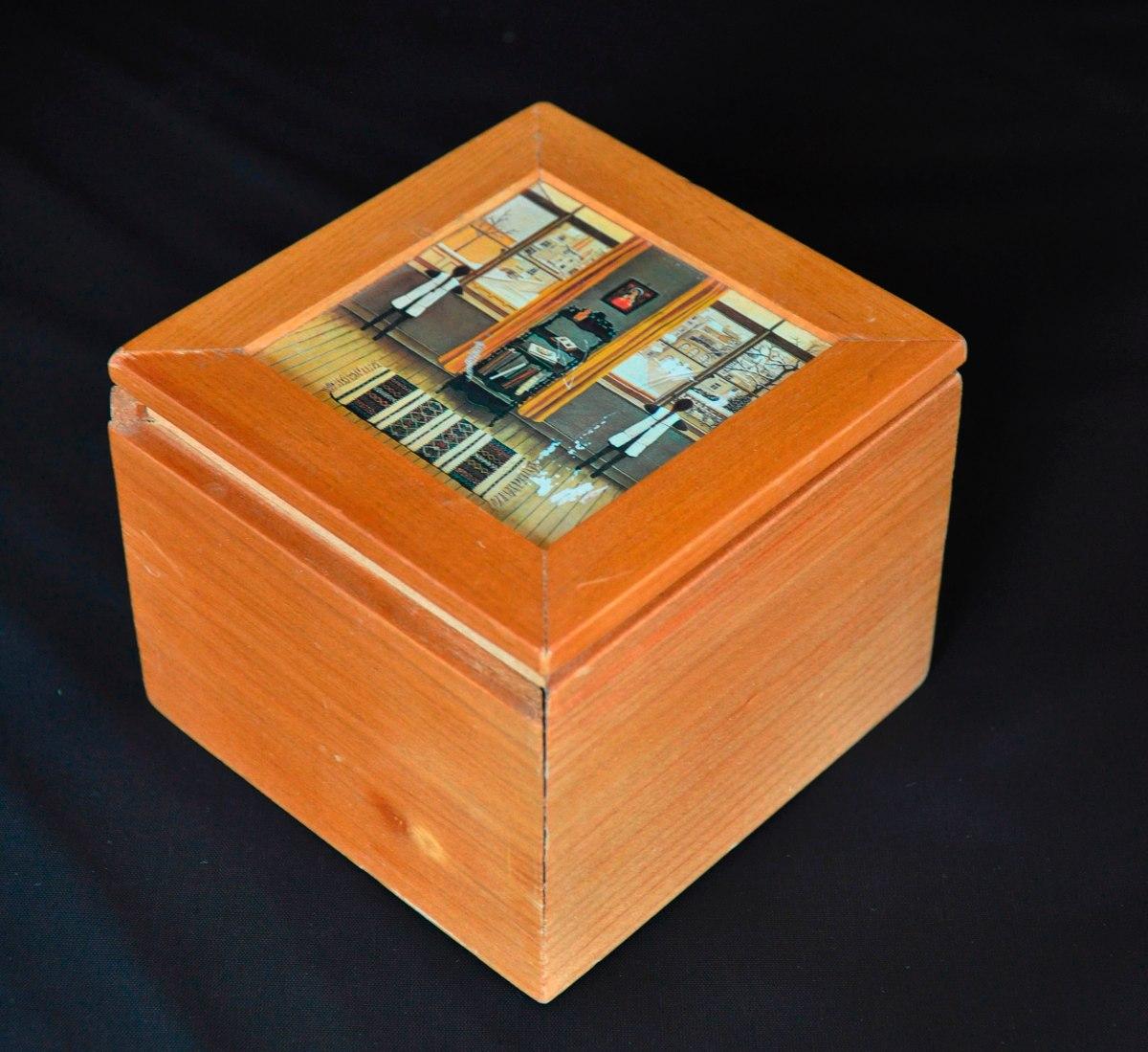 Caja multiuso cuadrada de madera con tapa decorada 12x12 for Caja madera con tapa