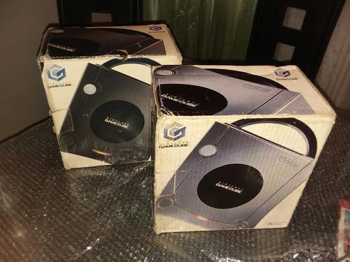 caja negra y plateada para nintendo gamecube