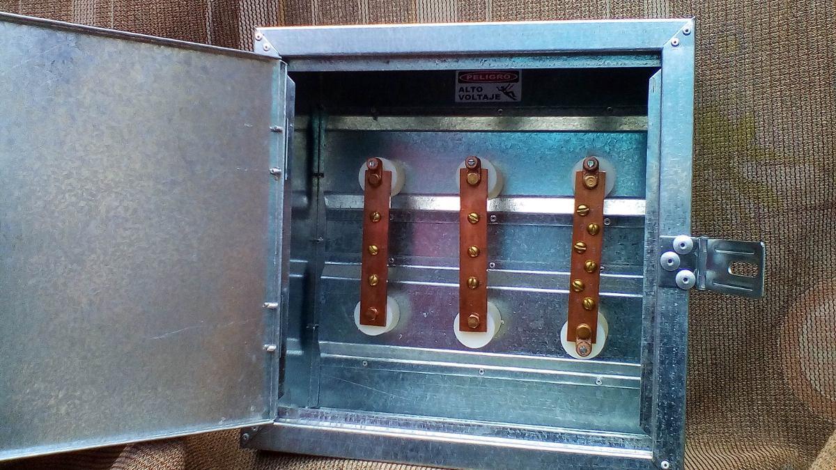 Caja para distribuci n el ctrica con barras de cobre for Caja de distribucion