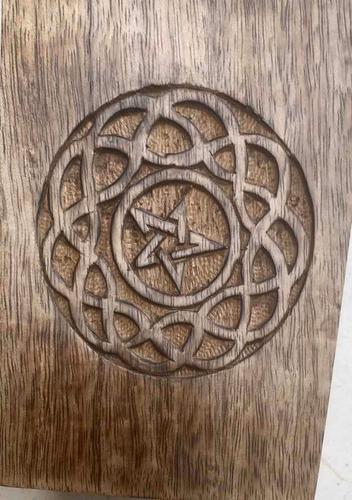 caja para tarot con estrella de cinco puntas (pentagrama)