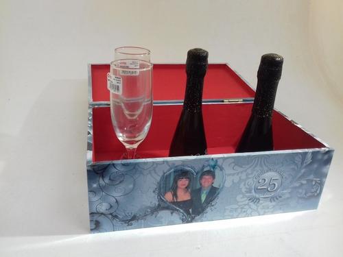 caja personalizada regalo con copas y vino o champagne