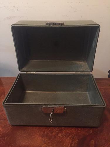 caja protectora rígida con cerradura