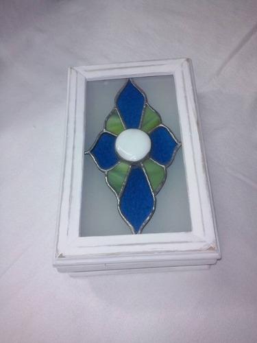 caja vitraux y madera patinada-decoracion-hogar
