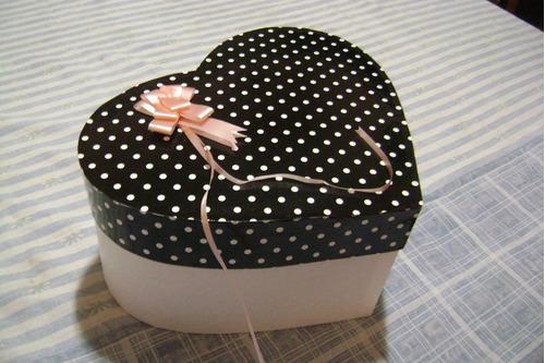 cajas de carton en forma de corazon forradas