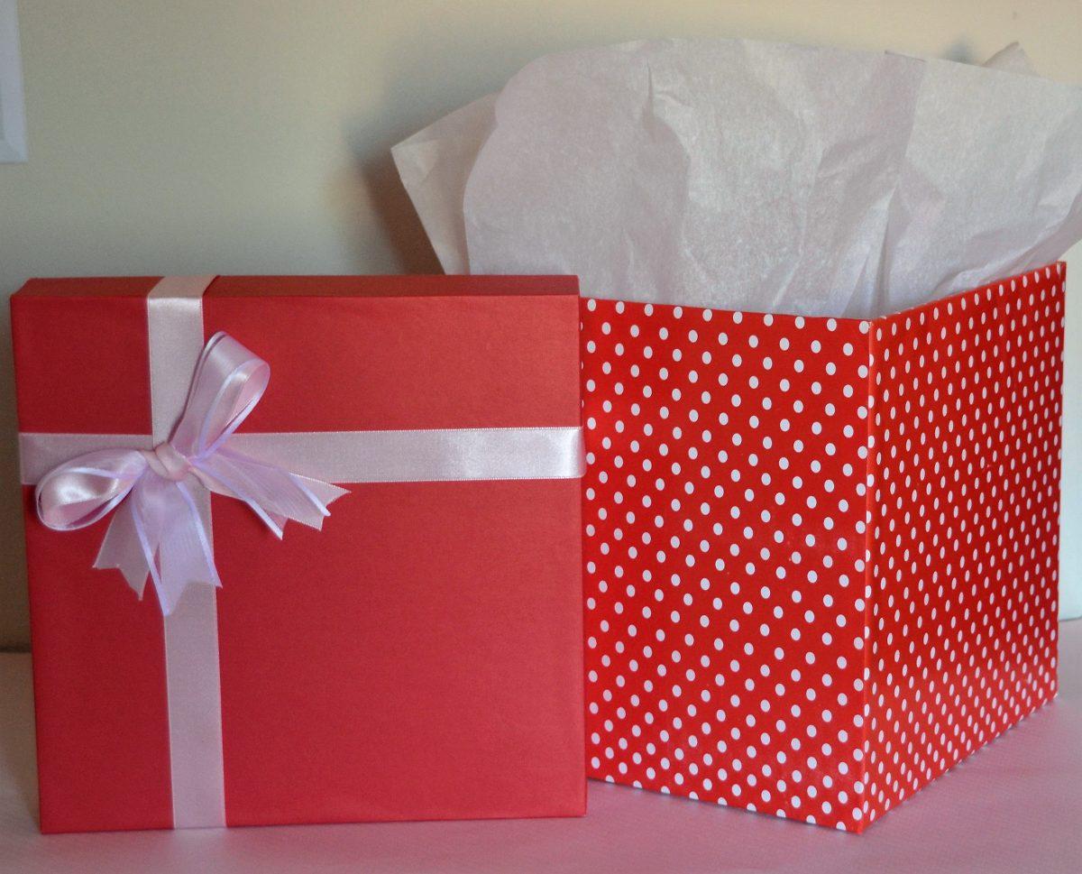 Cajas de regalos personalizadas a medida rosado regalo for Cajas de regalo de carton