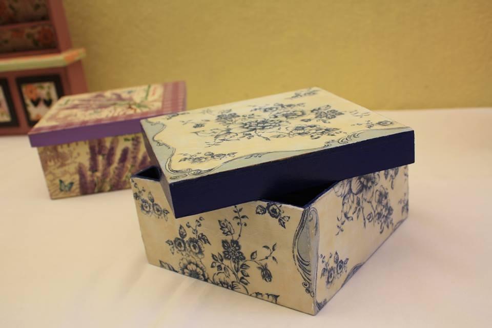 Cajas decoracion con servilleta decoupage en for Decoupage con servilletas en muebles
