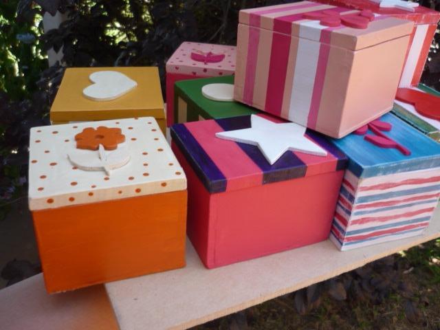 cajas decoradas con relieve en madera souvenirs regalo