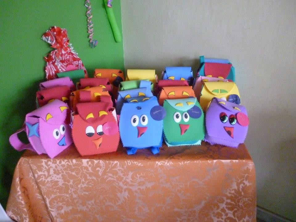 Cajas decoradas pi ata en cart n y foamy en - Cajas grandes de carton decoradas ...