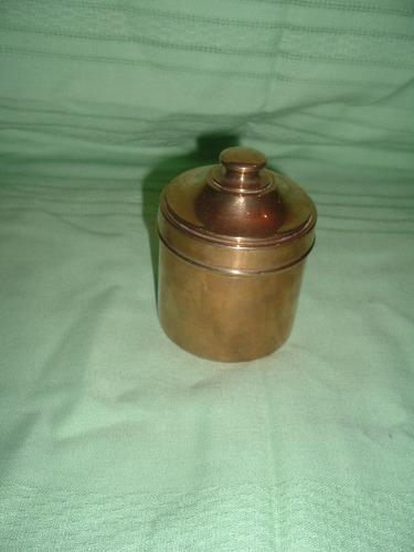 cajita de bronce con tapa