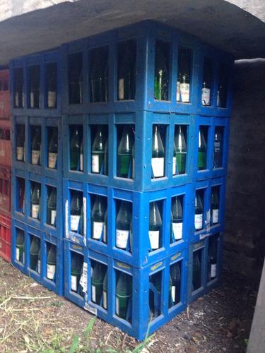 cajon agua mineral villa vicencio con envases vacios