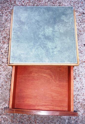 cajón en madera y ceramica - mesa de luz