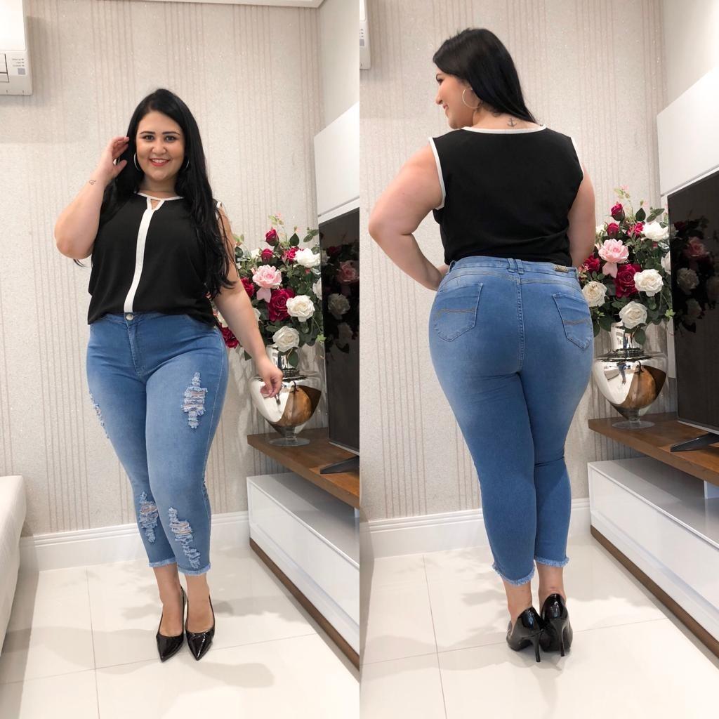 f2826dcee99 calça capri jeans plus size feminina rasgada cintura alta. Carregando zoom.