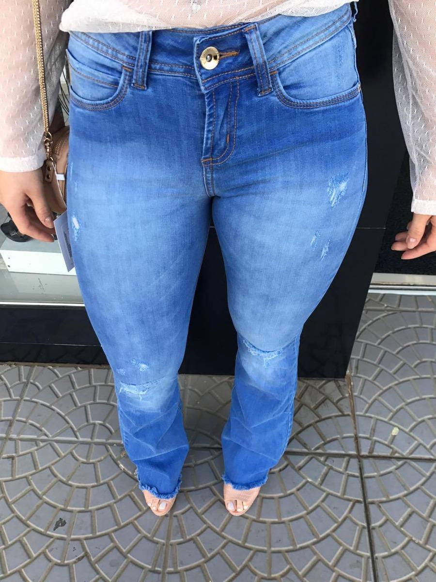 ae4905a76 calça colcci jeans flare barra desfiada original e novo. Carregando zoom.