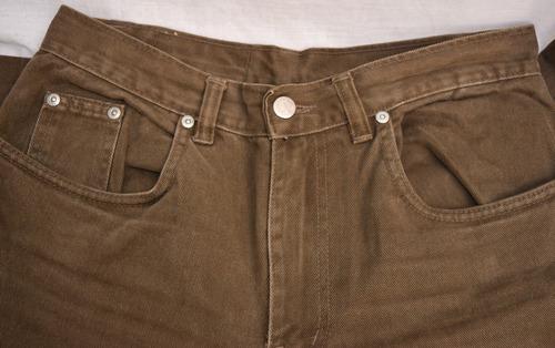 calça de sarja marrom da loja toulon tamanho 38 ele 42 ela