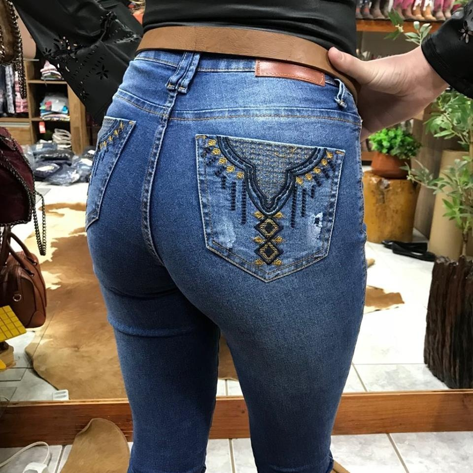 7bfb7f7f5 calça feminina minuty jeans hot pants c/detalhe na barra. Carregando zoom.