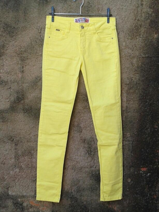 0e847118d Calça Jeans Amarela Da Colcci Nova - R$ 130,00 em Mercado Livre